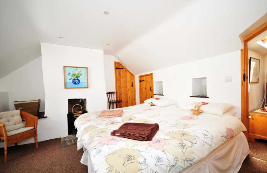Mid Wales holiday cottage - Double/Twin Bedroom zip and link bed