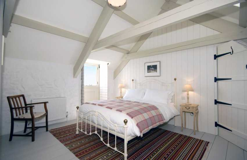 St Davids holiday house sleeps 6 - double with en-suite and sea views