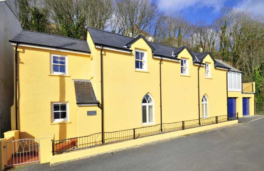 Restored North Pembrokeshire cottage with garden - pets welcome