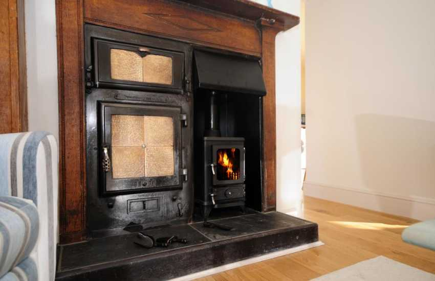Cottage with log burner Wales - log burner