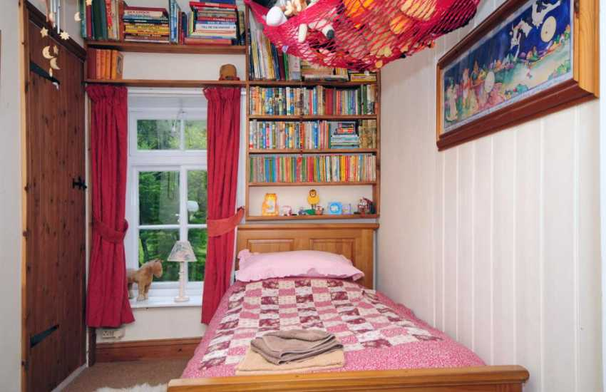 Pet friendly mid wales holiday house - bedroom