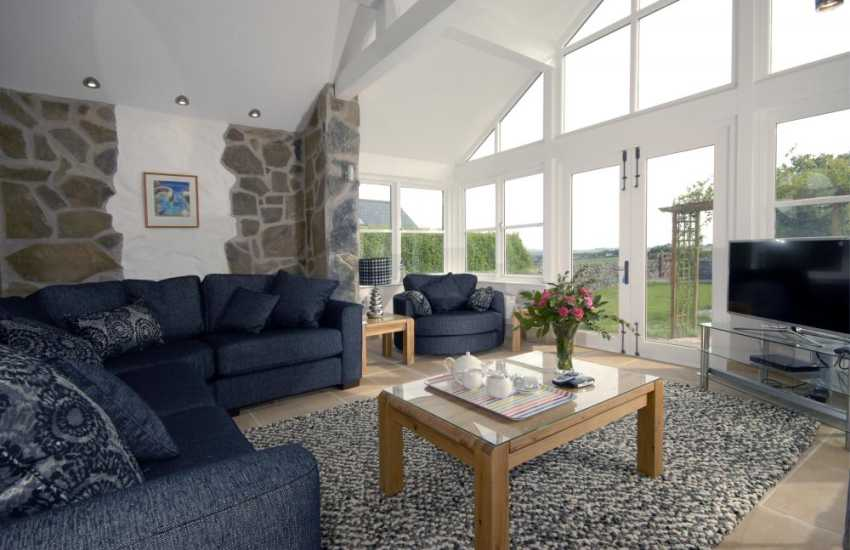 North Pembrokeshire holiday cottage - luxurious day room with garden views