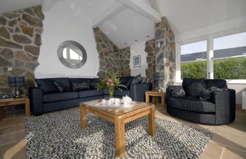North Pembrokeshire holiday cottage - luxurious day room