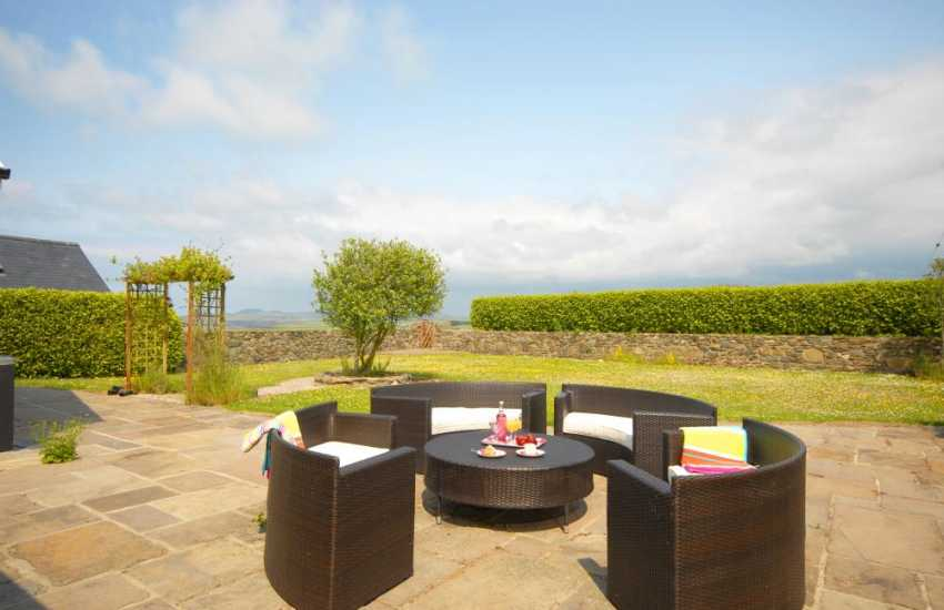 Pembrokeshire cottage sleeps 6 - patio with modern rattan garden seating