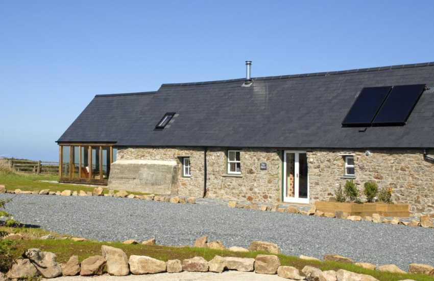Marloes Sands restored holiday barn with sea views - pets welcome