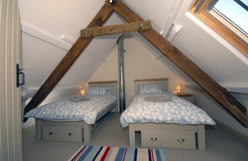 Martins Haven holiday cottage sleeping 6 - twin with sea views