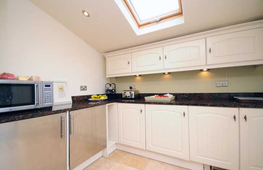 Welsh coastal holiday cottage - kitchen