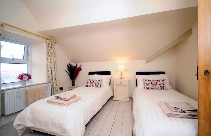 Nefyn holiday house - bedroom