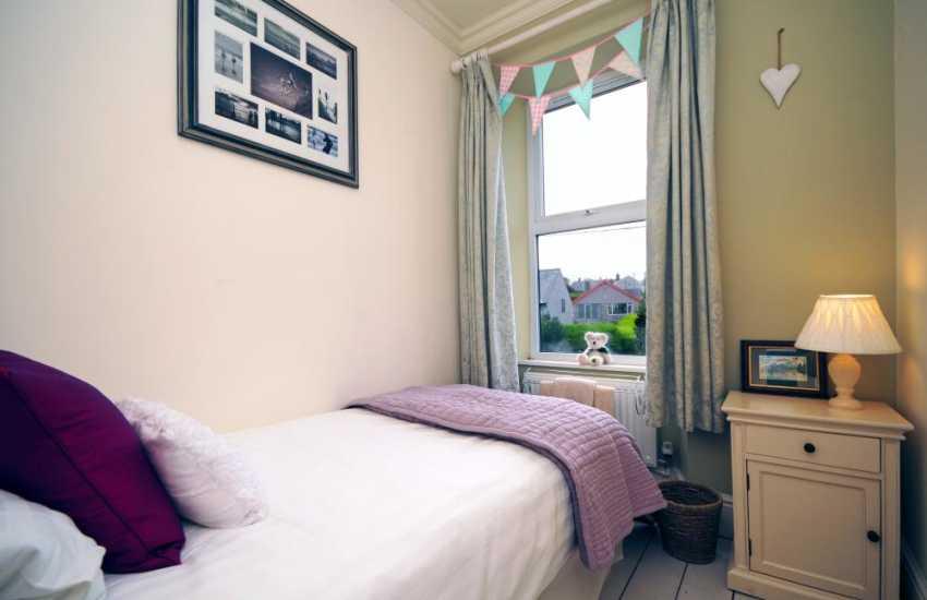Llyn Peninsula coastal cottage - bedroom