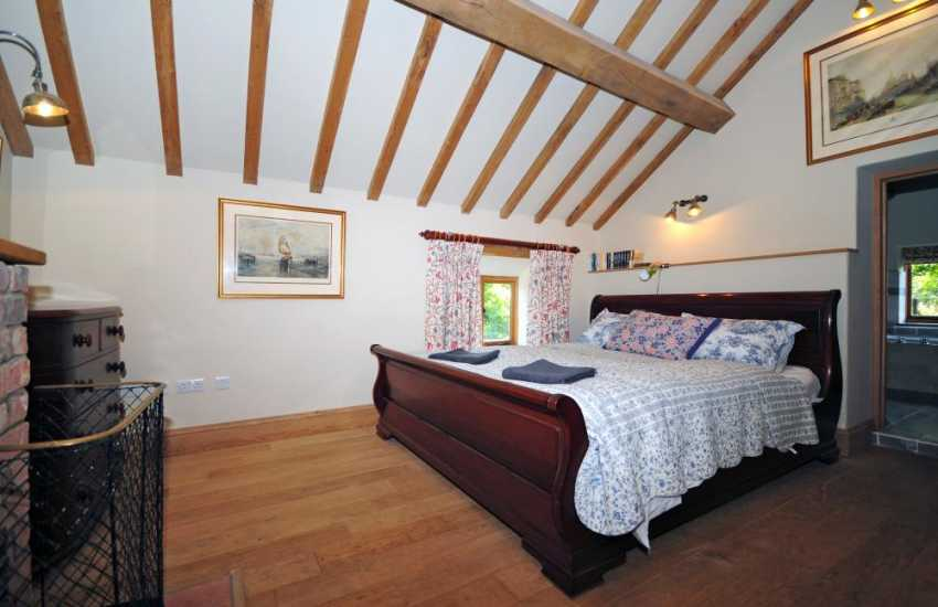 Powys holiday cottage - en-suite bedroom
