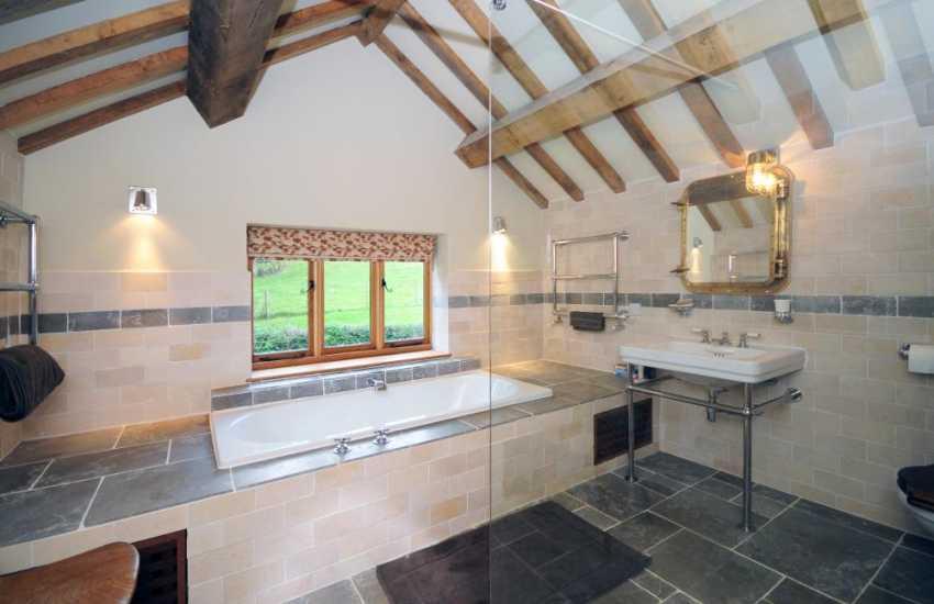 Luxury holiday house Mid Wales - en-suite bathroom