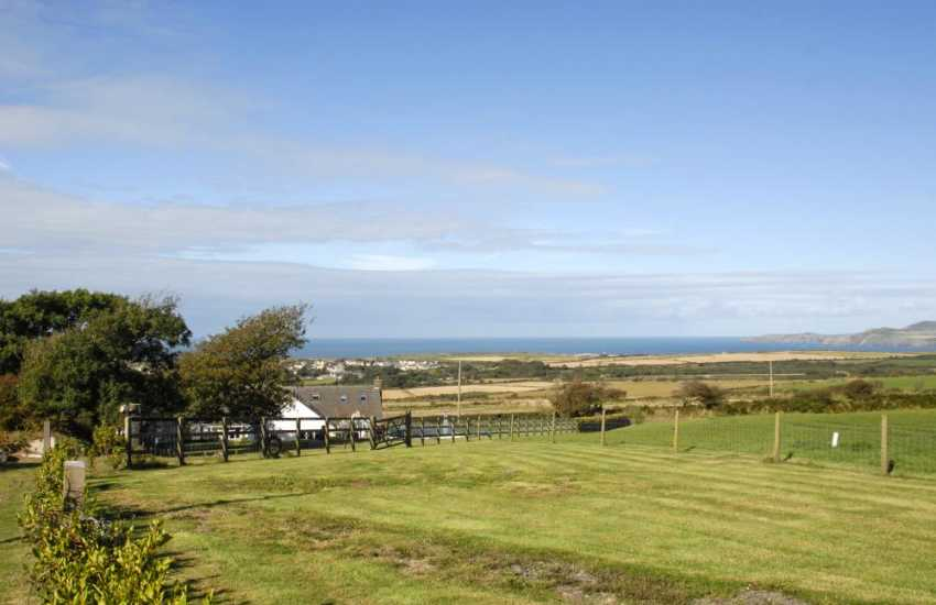 Pembrokeshire coastal holiday cottage with sea views - pets welcome