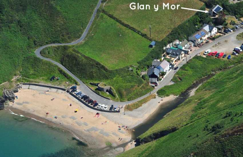 Cwm Tydu holiday cottage by the beach