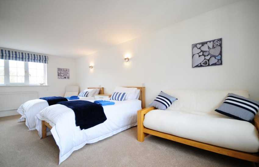 Anglesey holiday cottage - twin bedroom
