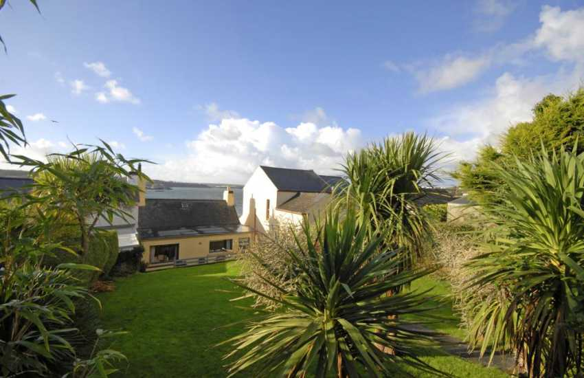 Brunels Cottage overlooking the Haven Waterway - rear enclosed garden