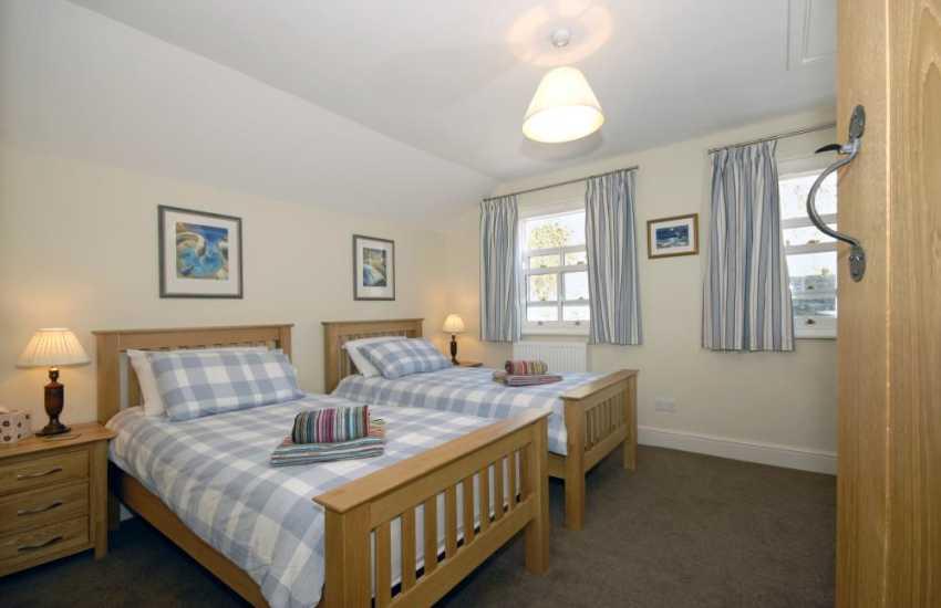 Coastal Pembrokeshire cottage sleeping 6 - twin