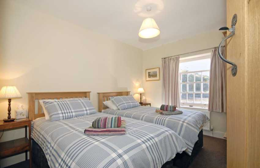 Pembrokeshire coast holiday home sleeps 6 - twin with harbour views
