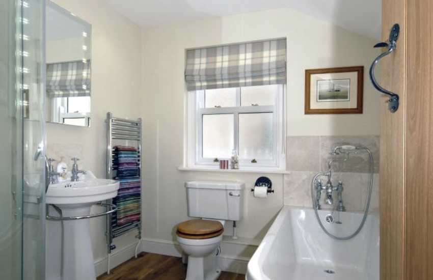 North Pembrokeshire holiday home - luxury bath/shower room