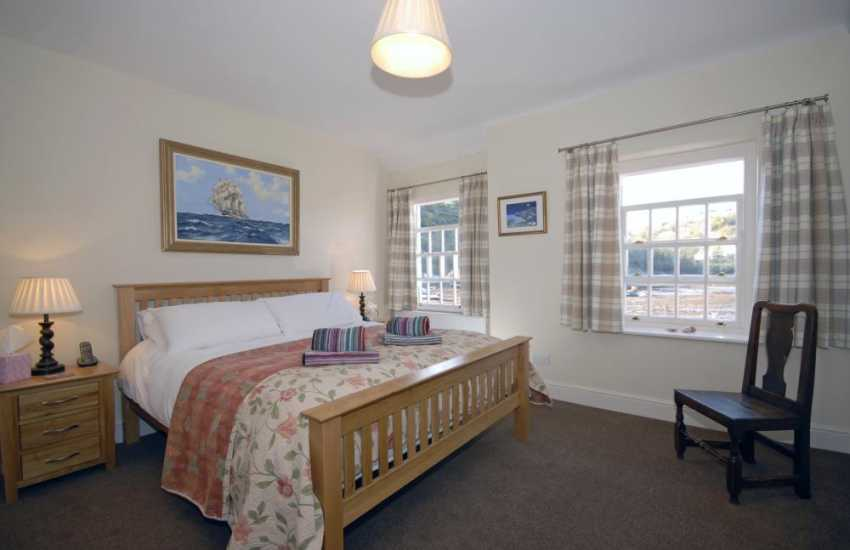 Lower Town Harbour luxury holiday cottage - king size double with estuary views