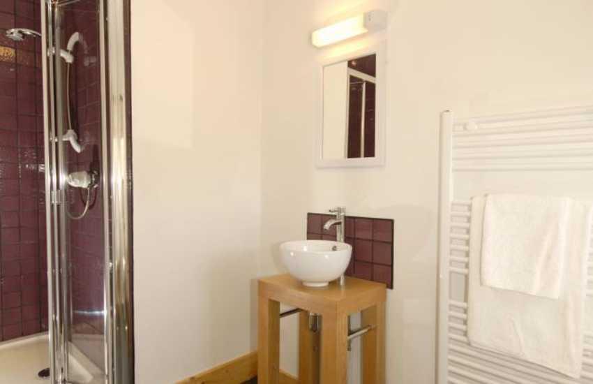 Pembrokeshire holiday home - en-suite shower