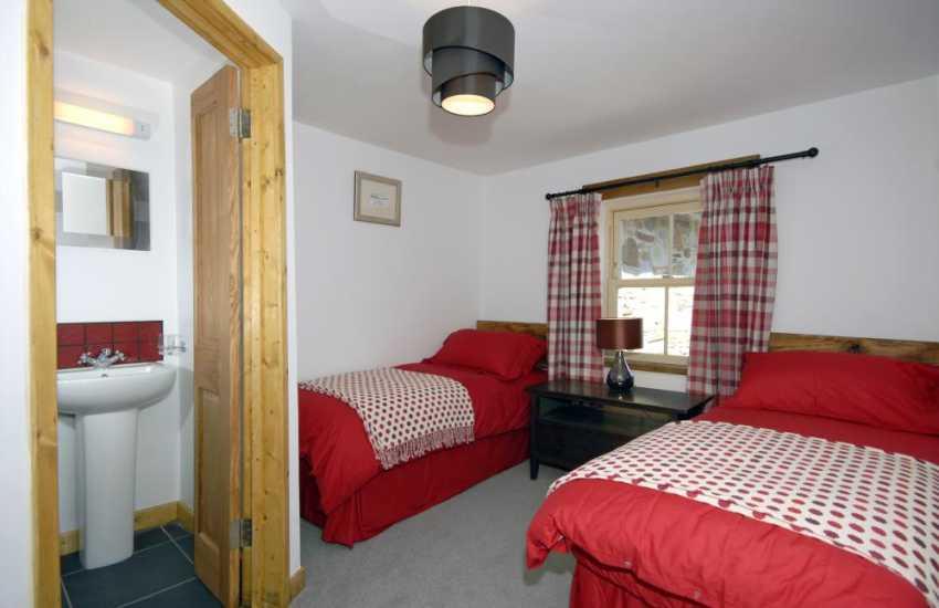Pembrokeshire Nolton Haven farmhouse for rent sleeps 8 - twin with en-suite shower