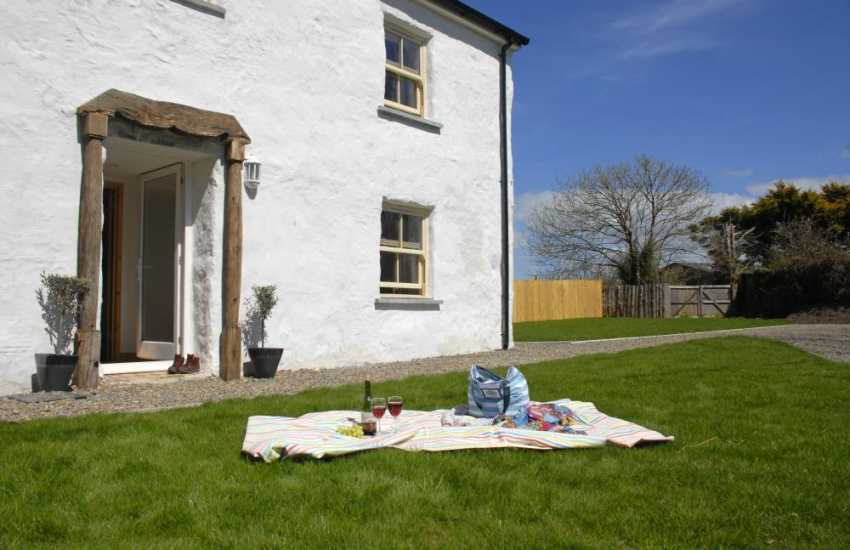Nolton Haven holiday cottage with enclosed garden. Pets are welcome