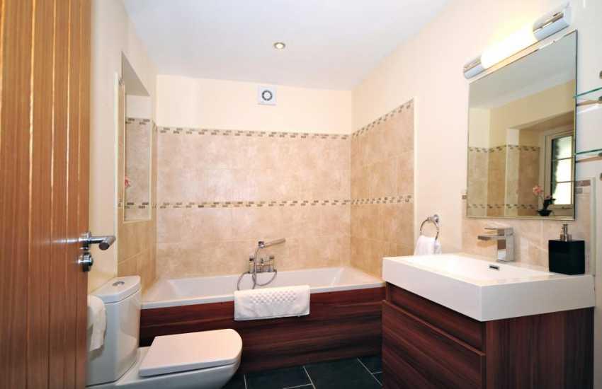Aberystwyth holiday cottage - bathroom