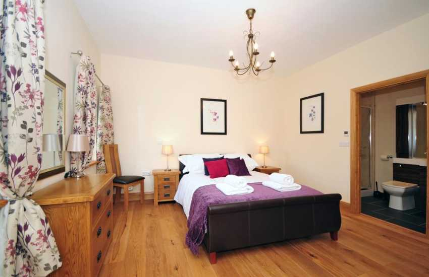 Devils Bridge holiday cottage - bedroom
