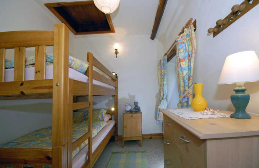 Holiday cottage on the Pembrokeshire coast sleeps 4 - bunk bedroom