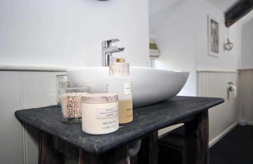 Snowdonia coastal cottage - ensuite bathroom