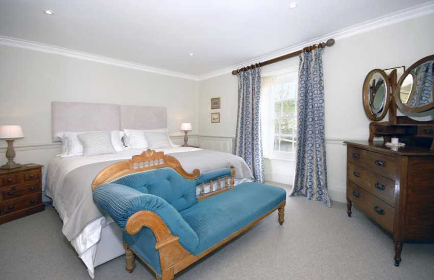 Cardigan Bay coastal holiday home - 2nd floor king size master bedroom