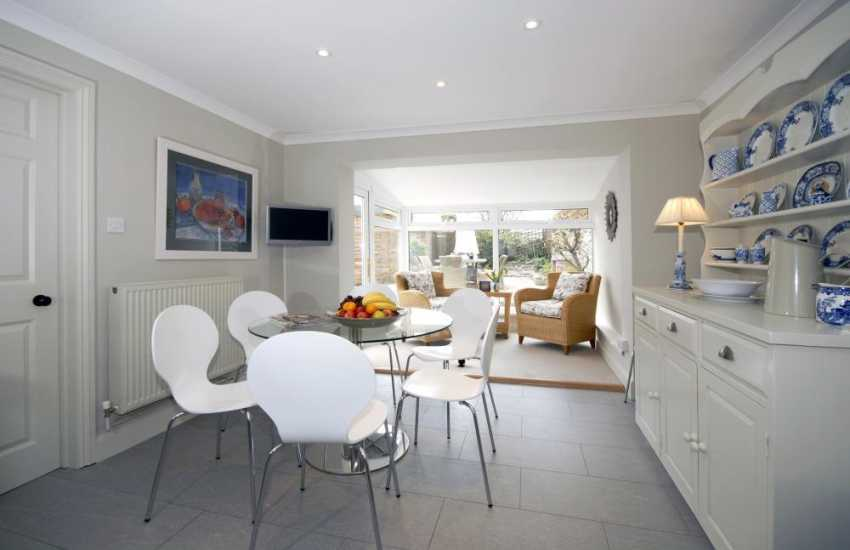 Self-catering town house Aberaeron, Cardiganshire - luxury kitchen breakfast room