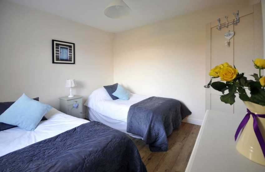 Morfa Nefyn holiday cottage  - twin bedroom