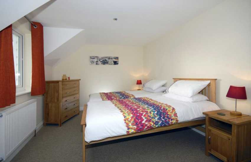 Coastal Pembrokeshire cottage sleeping 8 - twin (pull out truckle bed)