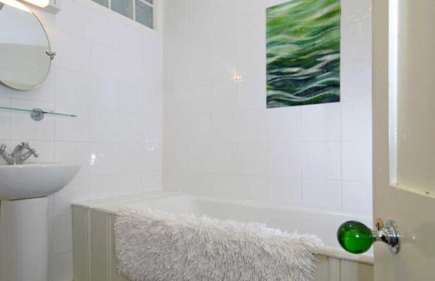Nolton Haven holiday house - master en-suite bathroom