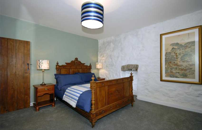 Self-Catering Pembrokeshire holiday cottage sleeps 6 - double