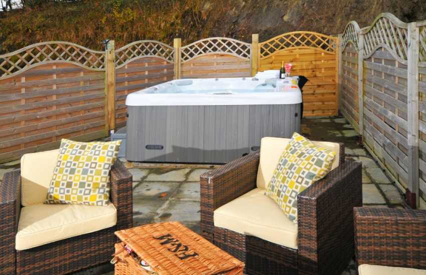 Aberystwyth holiday cottage with hot tub