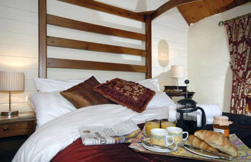 Pembrokeshire romantic retreat - breakfast in bed