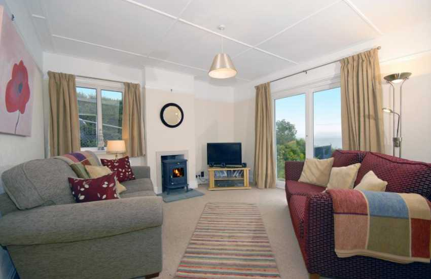 New Quay holiday home with log burning stove and sea views - pets welcome