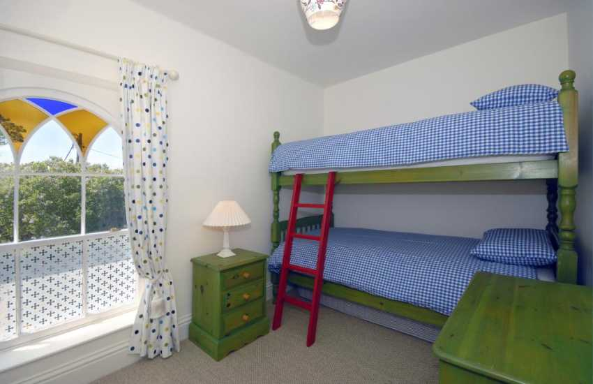 Manorbier holiday cottage sleeping 8 - bunk bedroom