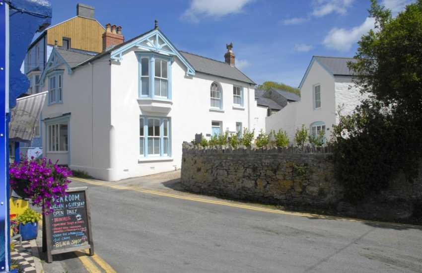 Manorbier holiday cottage 5 minutes from the beach