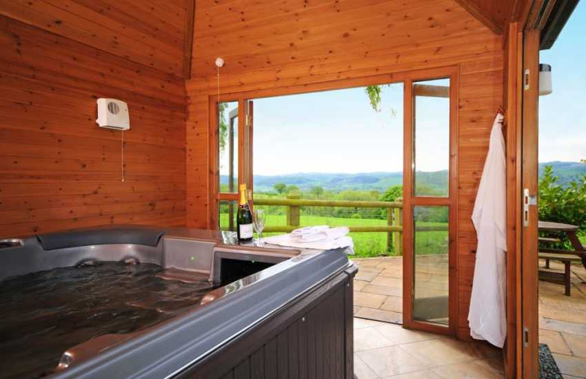 Cottage with hot tub Mid Wales - hot tub