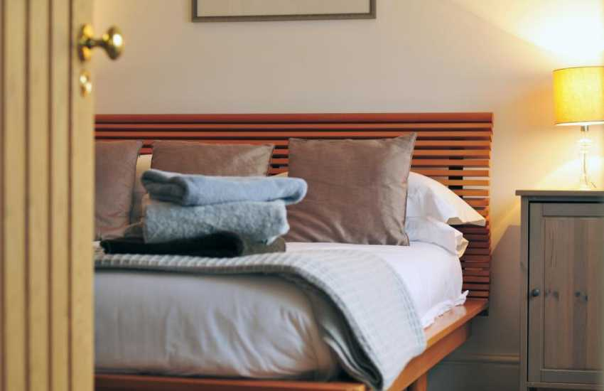 Welsh coastal cottage - Double bedroom