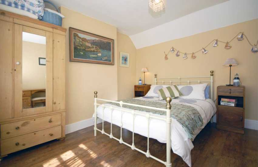 North Pembrokeshire coastal cottage - double bedroom
