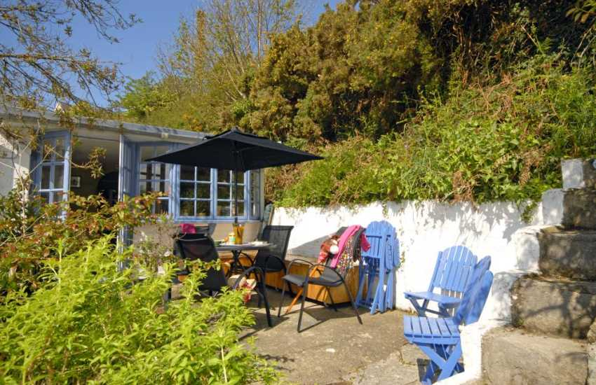 Pembrokeshire coast holiday cottage with sheltered patio enclosed garden - pets welcome
