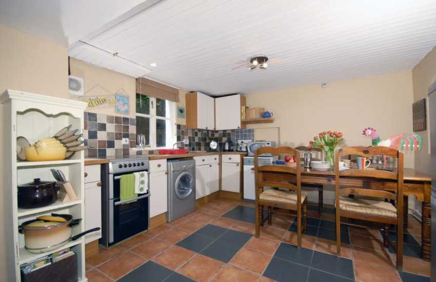 Self-catering North Pembrokeshire cottage - kitchen/dining room