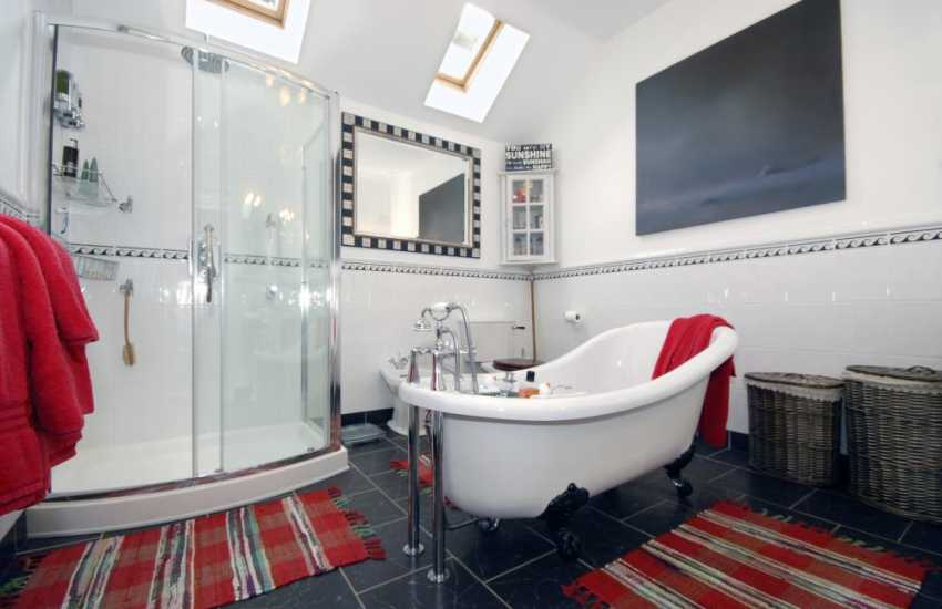 Tenby Pembrokeshire holiday house overlooking the sea -  luxury master en-suite
