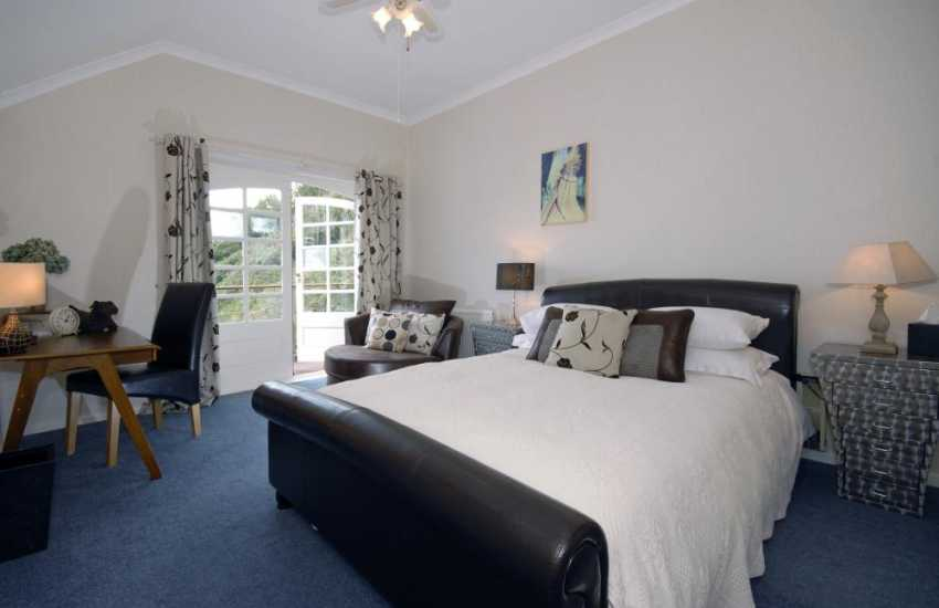 South Pembrokeshire holiday house for large parties sleeps 22 adults - Leather king size en-suite bedroom with sea views