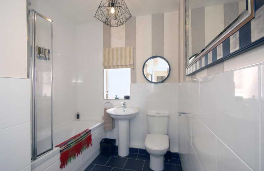 Saundersfoot beach side holiday house -  king size en-suite
