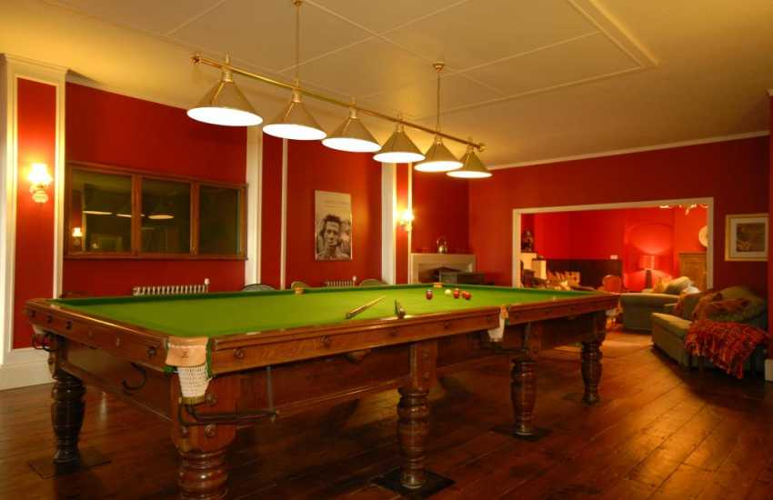 Holiday house Pembrokeshire large parties welcome -  bar, games and billiard room